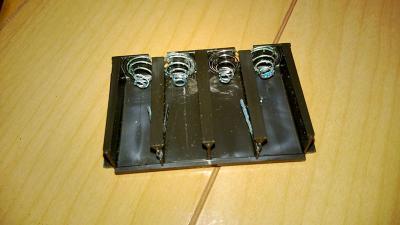 錆びた電池ボックス