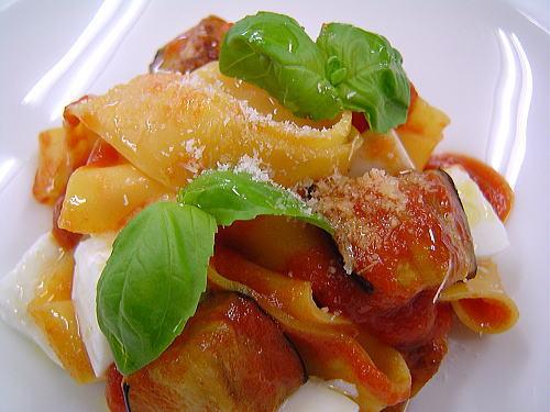 茄子とモッツァレラチーズの手打ちパスタ