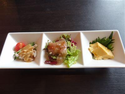 黒担々麺セットの前菜