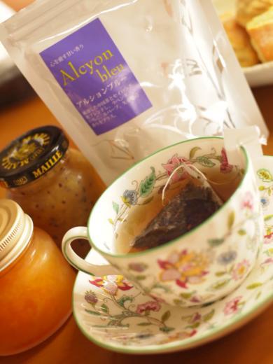 紅茶と手作りジャムと手作りスコーンと