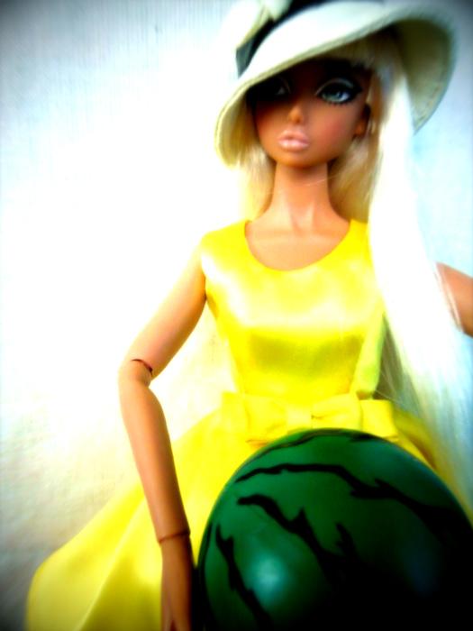 レモンイエロードレスとスイカ14