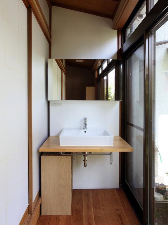 washstand1.jpg