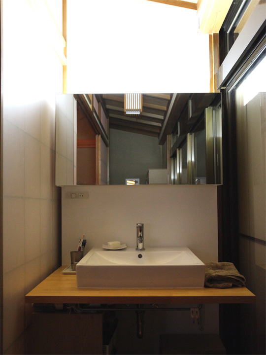 washstand_light1.jpg