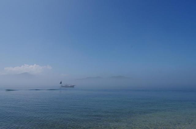 2霧と鮮やかな海