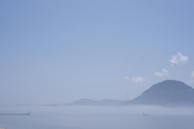 3霧に包まれる大島