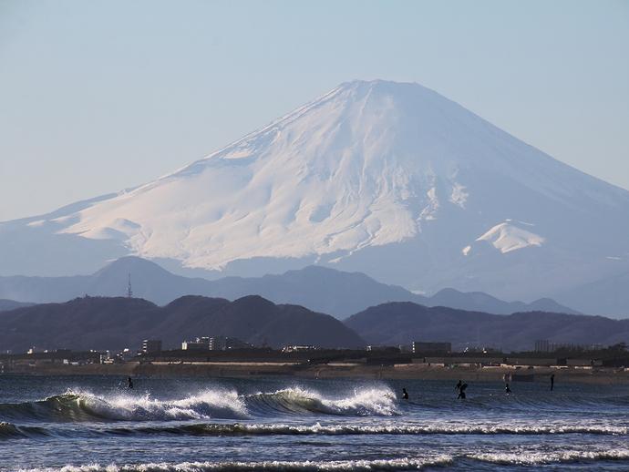 鵠沼海岸 海越しの富士山