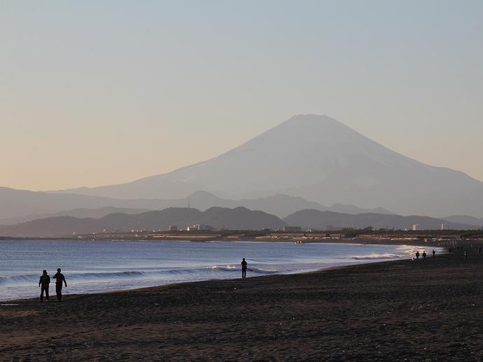日が傾く鵠沼海岸