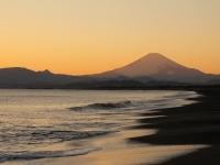 鵠沼海岸の夕富士
