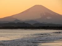 冬の湘南・鵠沼海岸の夕景