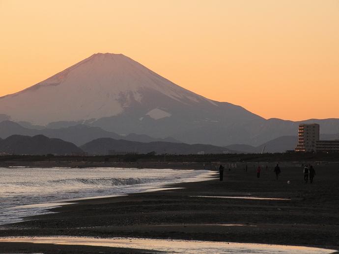 夕暮れの湘南・鵠沼海岸