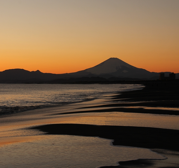湘南 鵠沼海岸から見た夕富士