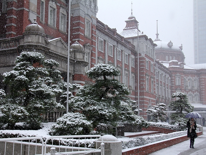 雪の日の東京駅丸の内口