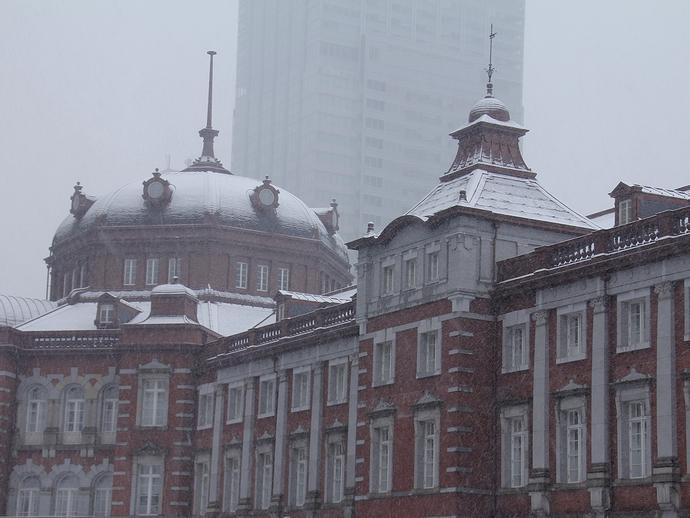 雪化粧した東京駅舎