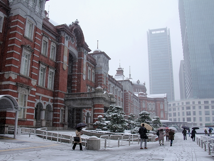 雪の東京駅丸の内口