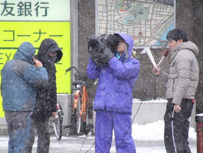 報道カメラマン 浅草寺雷門前にて