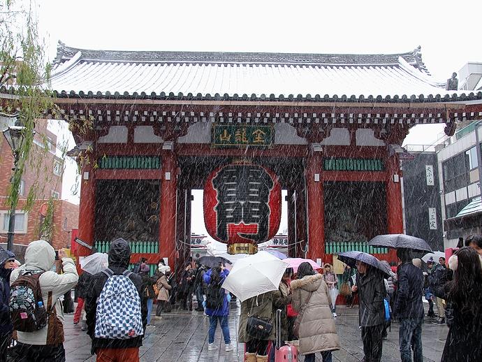 雪の浅草 浅草寺雷門