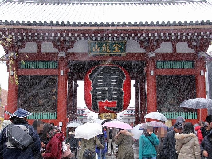 雪の浅草寺雷門