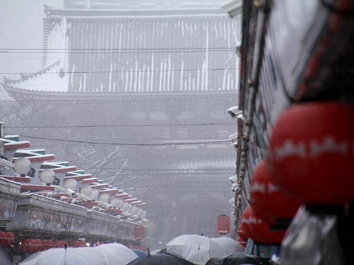 雪に煙る浅草寺宝蔵門