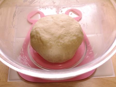 あとひく旨さスモークチーズの簡単手ごねパン04