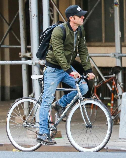 ジャスティン・セロー(Justin Theroux):ブラックデニム(BLK DNM)