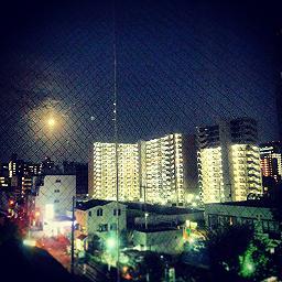 月と建物IMG_20130919_184342