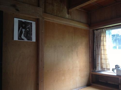 DOORzのお部屋の一部。ポスターは前の住人のときのまま