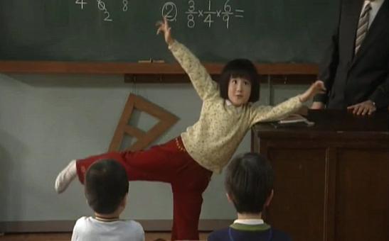 ちびまる子(森迫永依)が、でかまる子に…ギャグを見せる1
