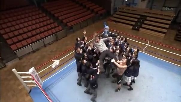 2代目【GTO】卒業SP、鬼塚を胴上げする生徒達