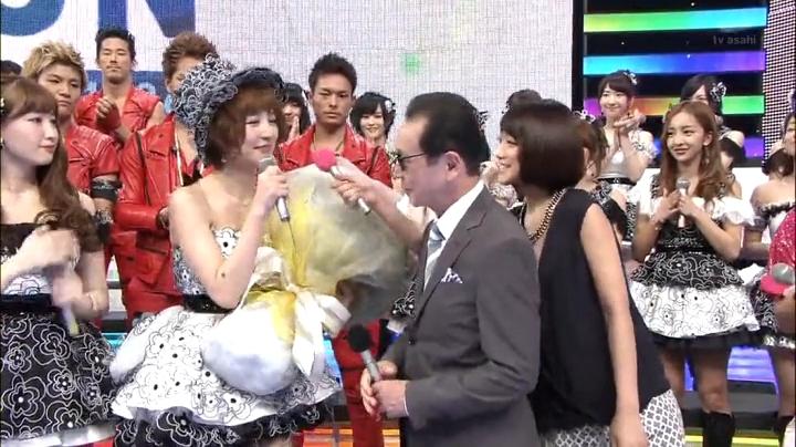 篠田麻里子!Mステにラスト出演!最後にタモリから花を貰う篠田麻里子