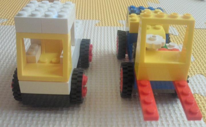 ブロックのフォークリフトと軽トラ
