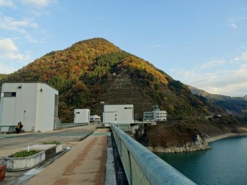 12浦山ダム紅葉 (1200x900)
