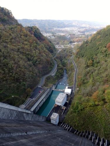 10浦山ダム上から (900x1200)