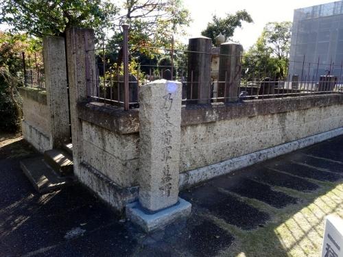 1乃木家墓所 (1200x900)