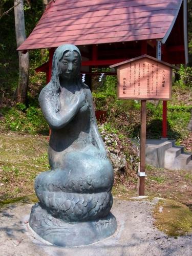 8神社のたつ子さん (900x1200)