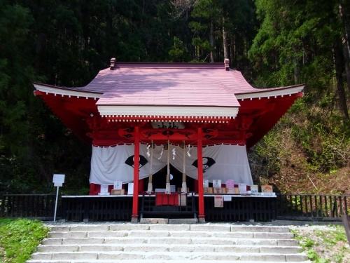 9御座石神社拝殿 (1200x900)