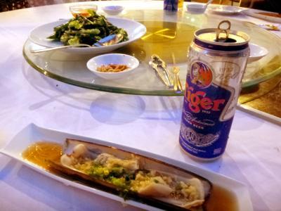 Chin Huat Live Seafood ビールと貝