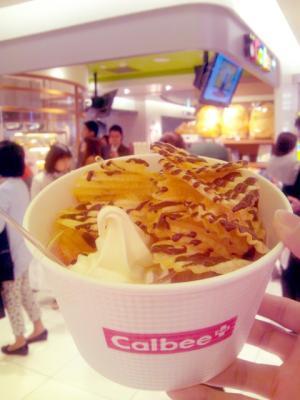 Calbee PLUS ポテトチップス&ソフトクリーム&ロイズチョコソース
