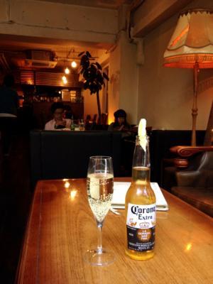 conceal. cafe MIYAMASUZAKA カヴァ+コロナビール