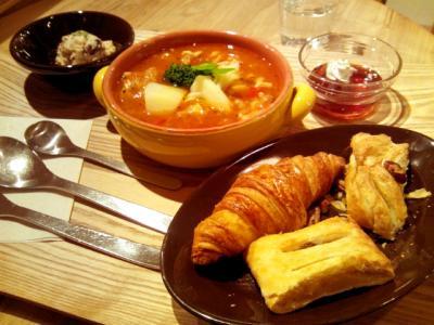 eat more SOUP&BREAD チキンと春野菜のトマトスープ