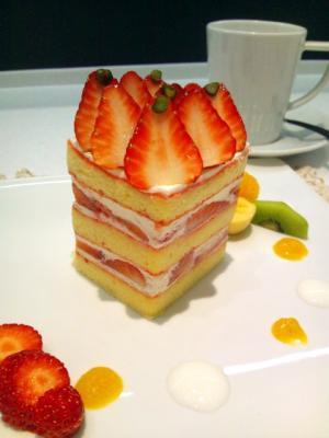 御影高杉 苺のショートケーキ+カフェ・オ・レ