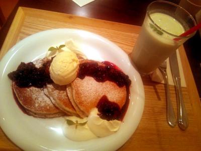 nagomi-NATULURE Organic Herb Tea Cafe ベリーソースのパンケーキセット