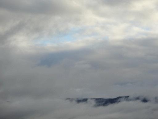 晴れ間の下は雲海みたい