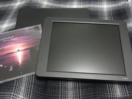 LCD-8000VとCD大きさ比較