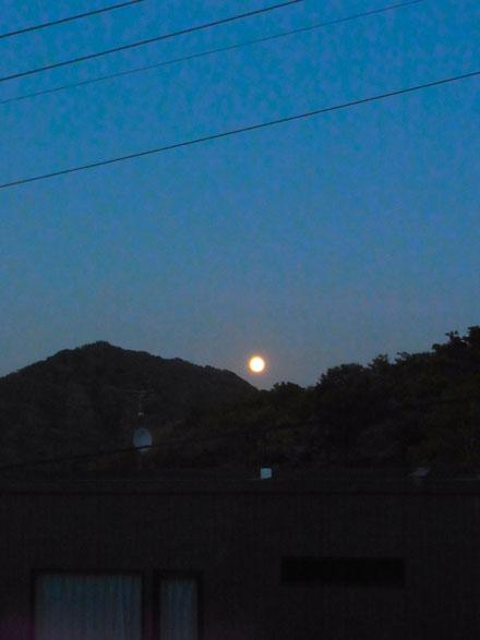 20131019薄明の満月