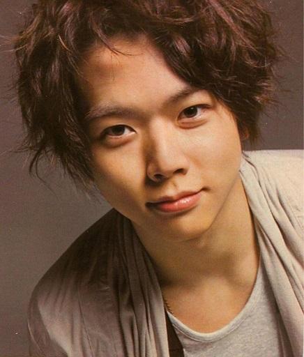 前髪を上げた増田貴久