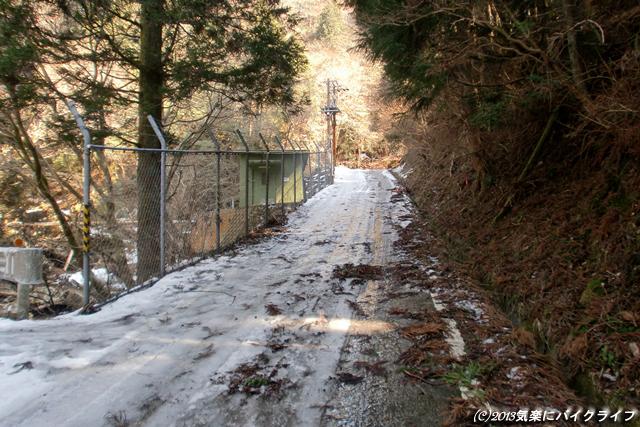 130306snowy-road