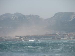 マルセイユに吹くミストラルの嵐