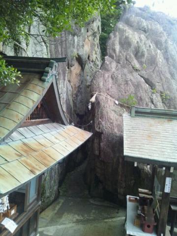 本殿側から見る夫婦岩(ダウンサイズ)