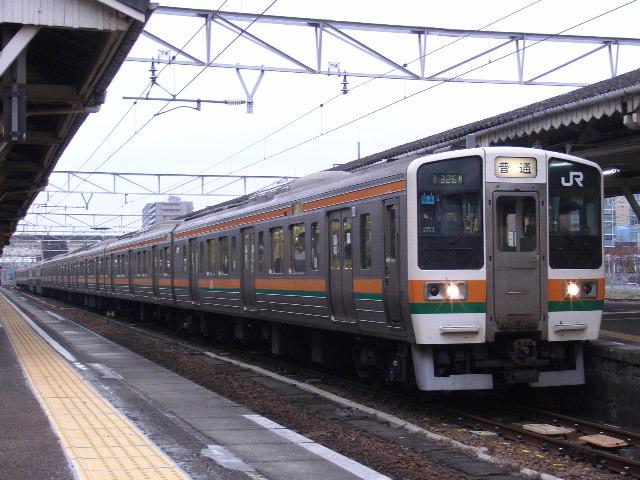 211系 沼津駅にて
