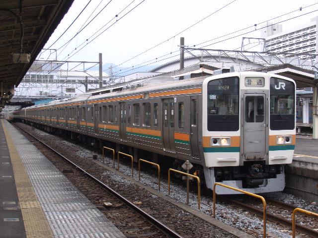 211系 小田原駅にて
